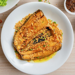milkfish belly topped with garlic and chives