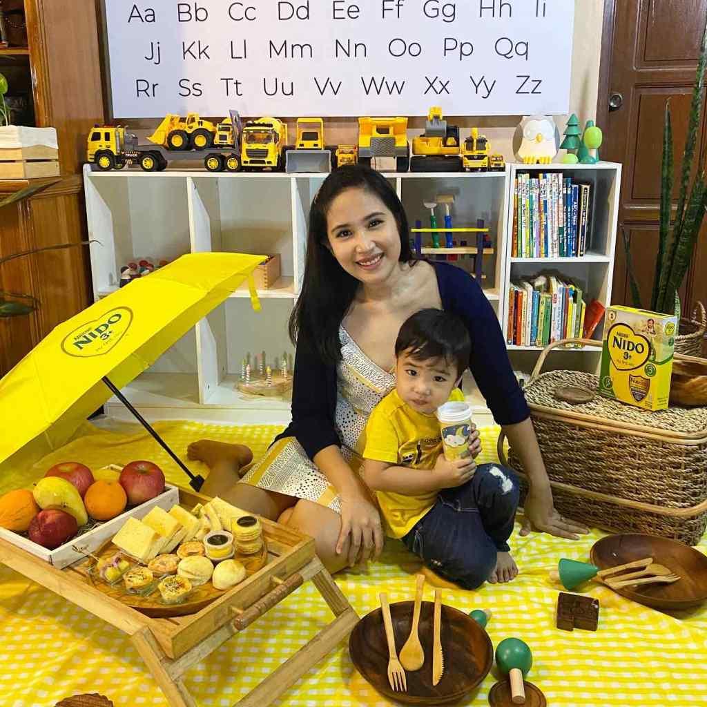 Indoor picnic setup with Nido 3+