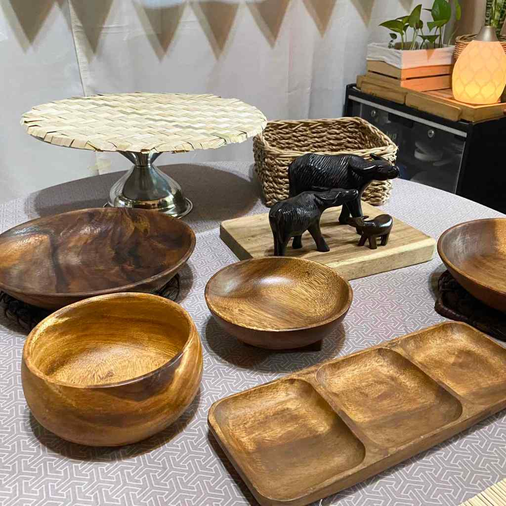 Wooden plates and decor for a Filipino themed party