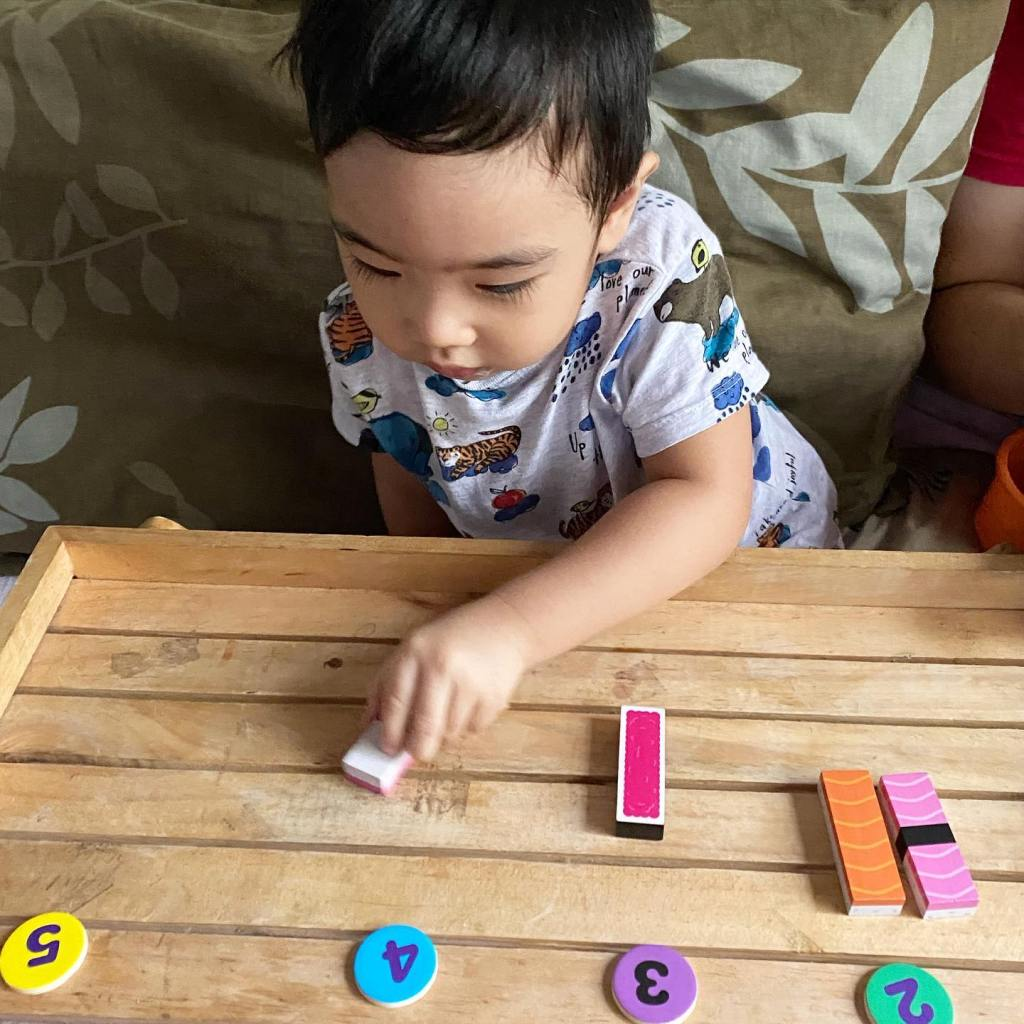 Five-minute learning time with toddler