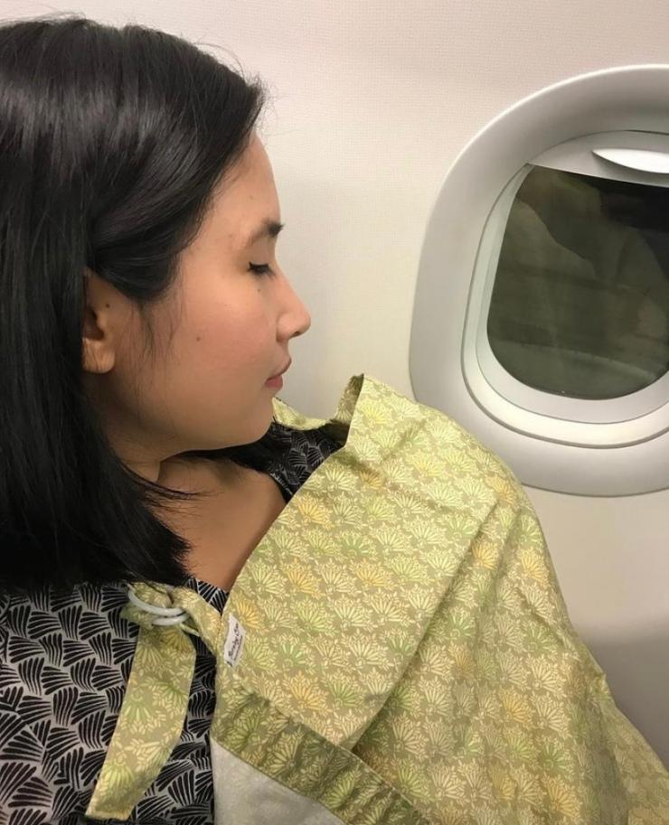 Mom breastfeeding in before take off