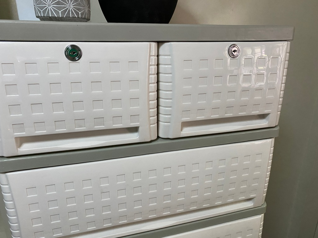 The safety locks of Orocan Cubico Drawer